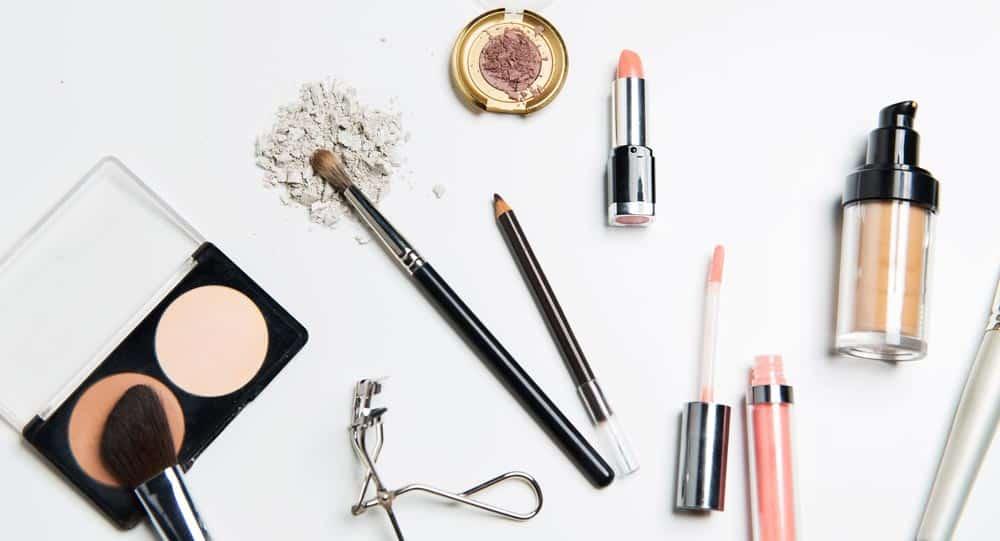 Utensilien für natürliches Make-up